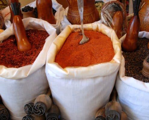 Krydderier og brødstemlper på basar