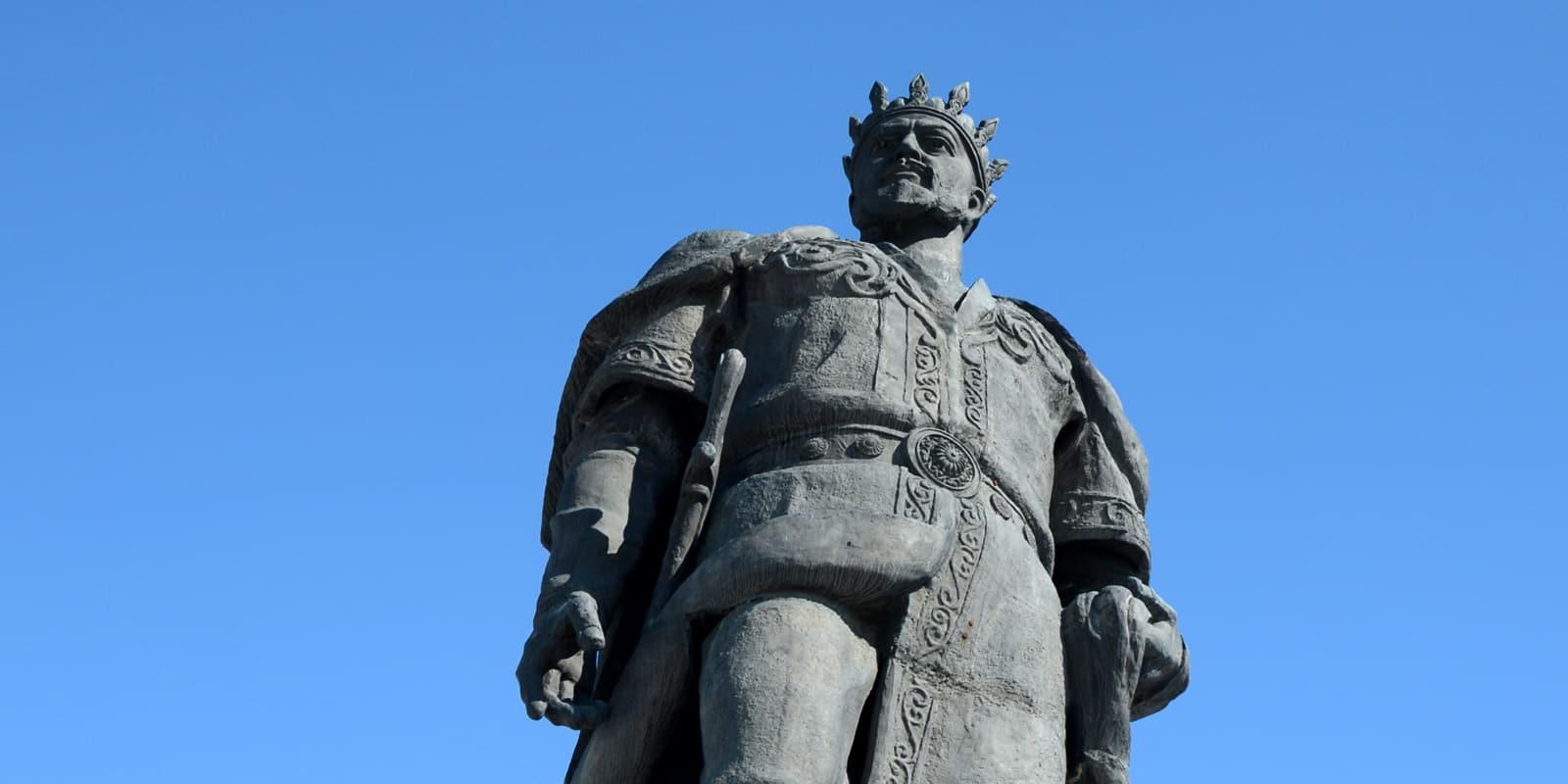 Timur statue Uzbekistan