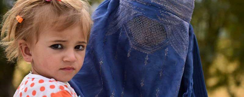 Mor og datter i Afghanistan