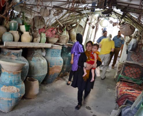 Mor og datter i basar i Iran