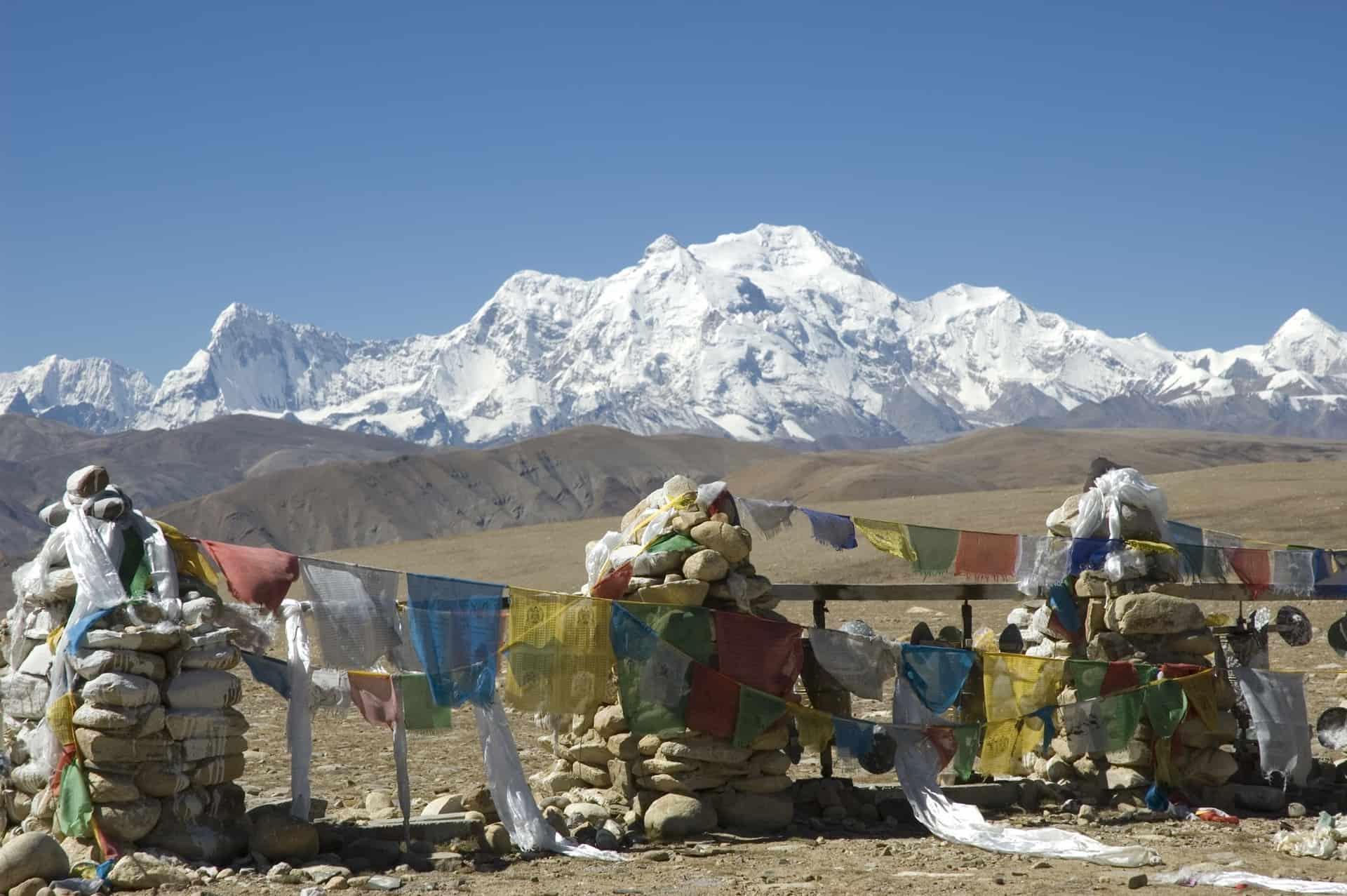 Bjerglandskaber og tibetanske flag