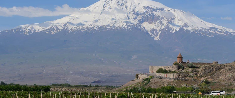 Khor Virap med Ararat-massivet i baggrunden