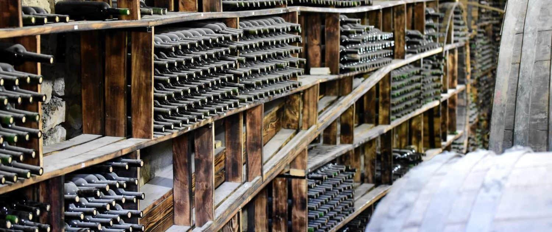 Areni Wine Factory med mange vinflasker
