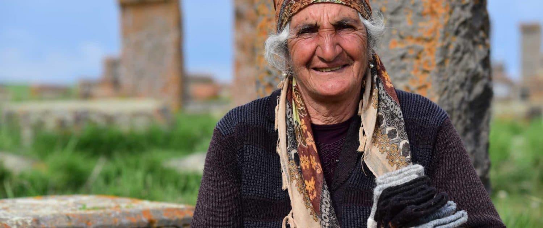 Babushka sælger strikkede sokker