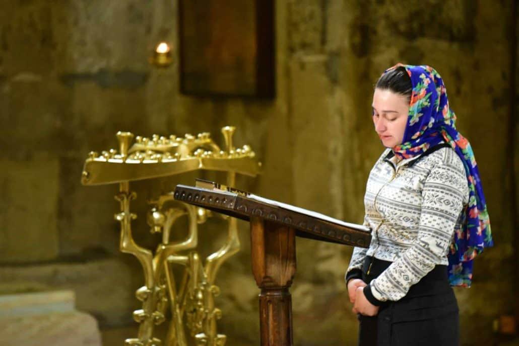 Georgisk kvinde i bøn