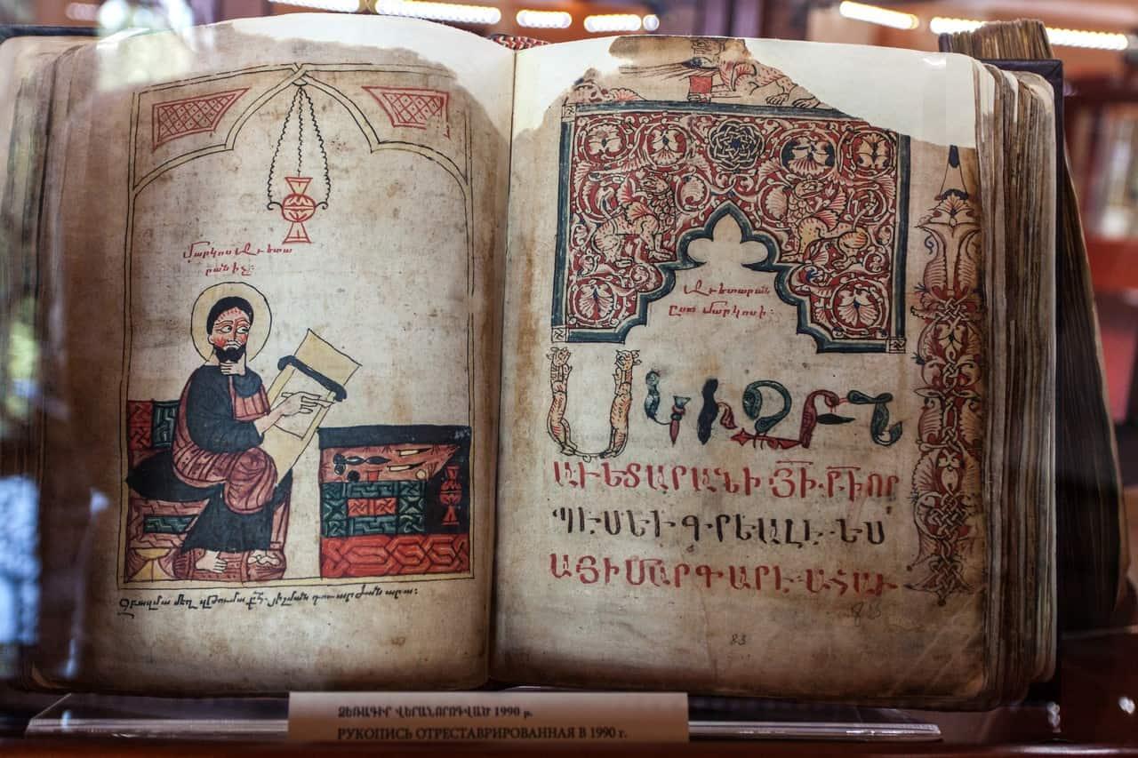Gamle håndskrifter på rejser til Georgien og Armenien