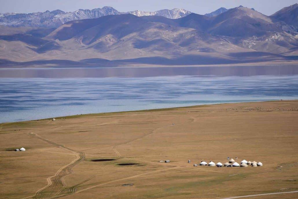 Bjerglandskab og jurter i Kirgisistan