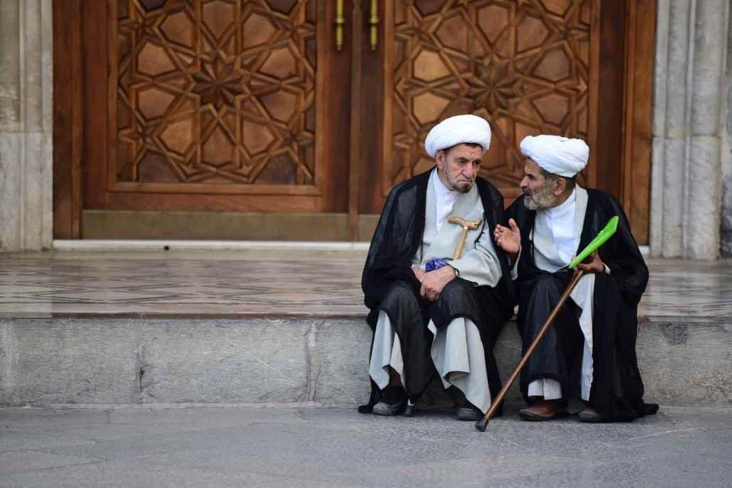 2 iranske mænd i samtale