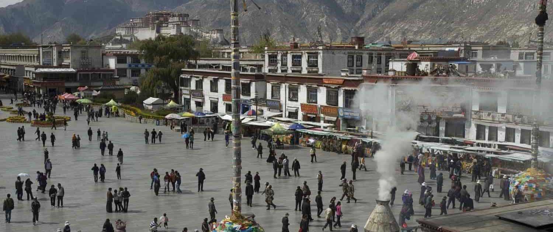 Mennesker på gaden i Lhasa Barkhor