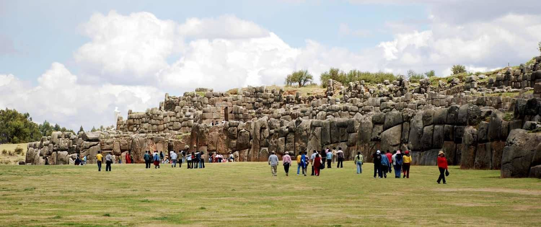 Turister besøger Cusco på rejser til Peru