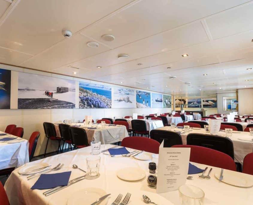 Spisesal ombord på Ortelius
