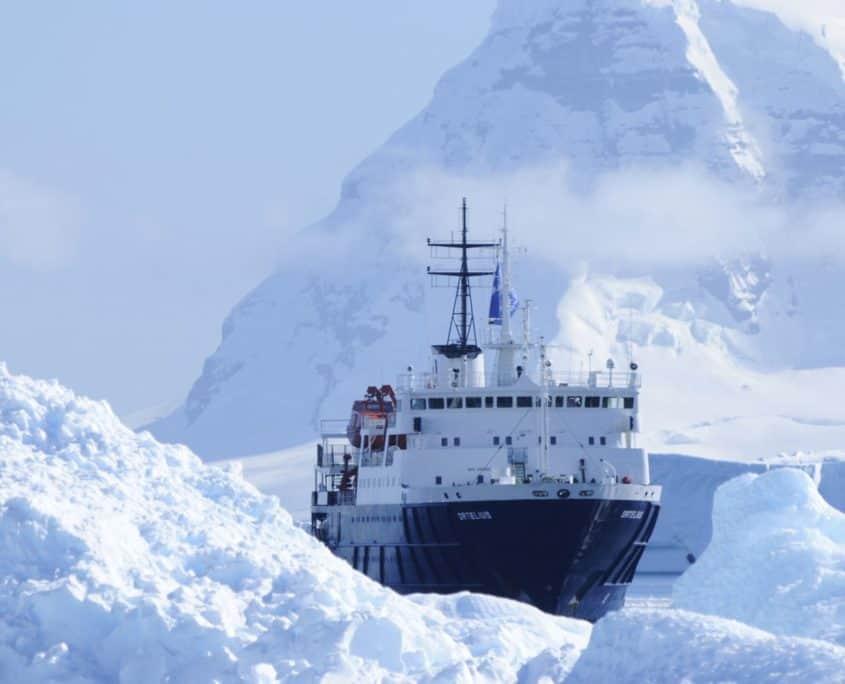 Ortelius bryder gennem det antarktiske ishav