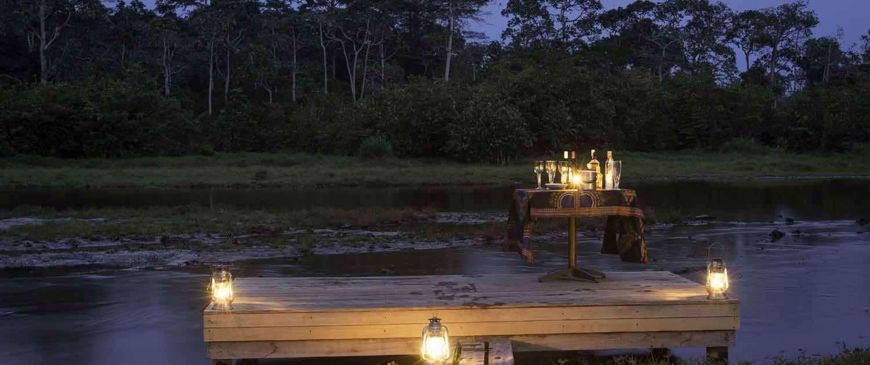 Romantisk stemning nær Odzala Discovery Camp i Congo
