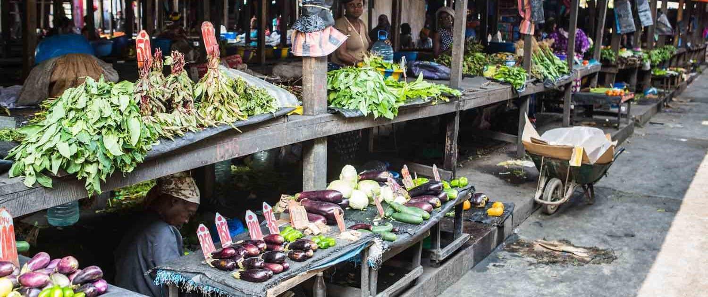 Grøntsager sælges på marked i Brazzaville