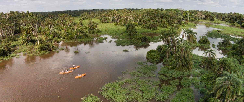 Kajakker på sø i Congo