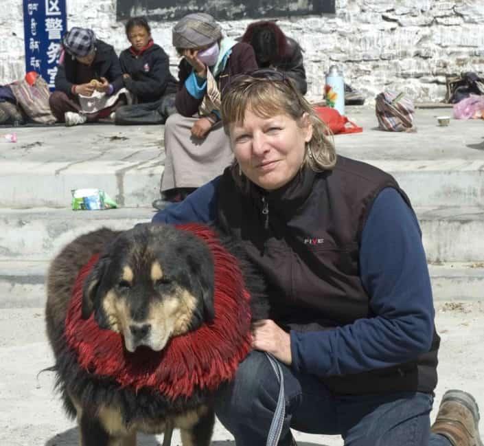 Ellen Bangsbo med Mastiff-hund i Tibet