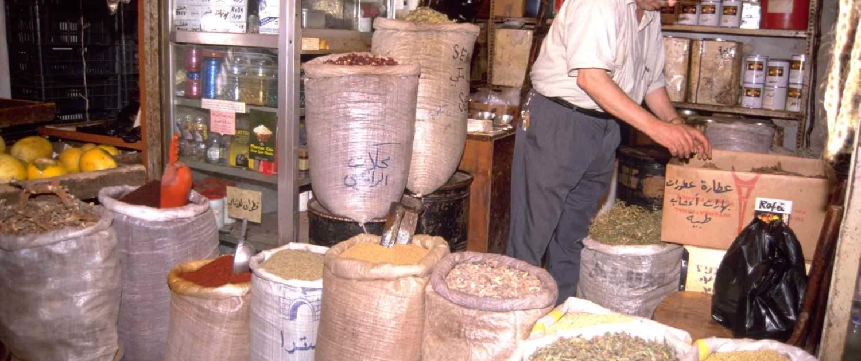 Krydderier på marked i Libanesisk landsby