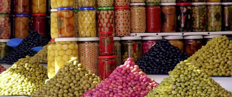 Souk på marked i Marrakech