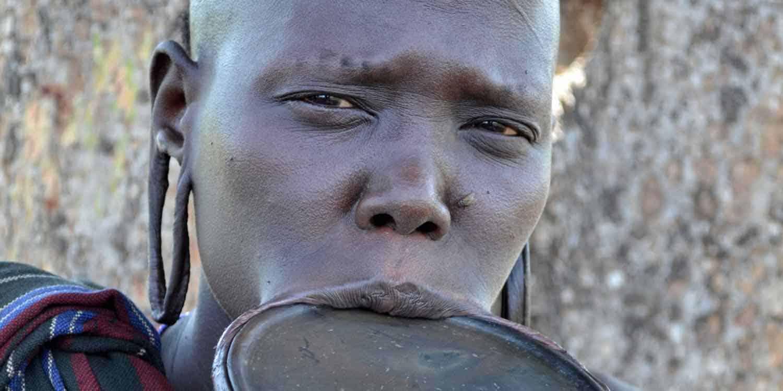 Mursikvinde i Omodalen på rejser til Etiopien