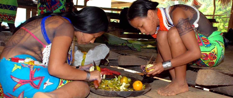 Stammefolk laver mad i Panama