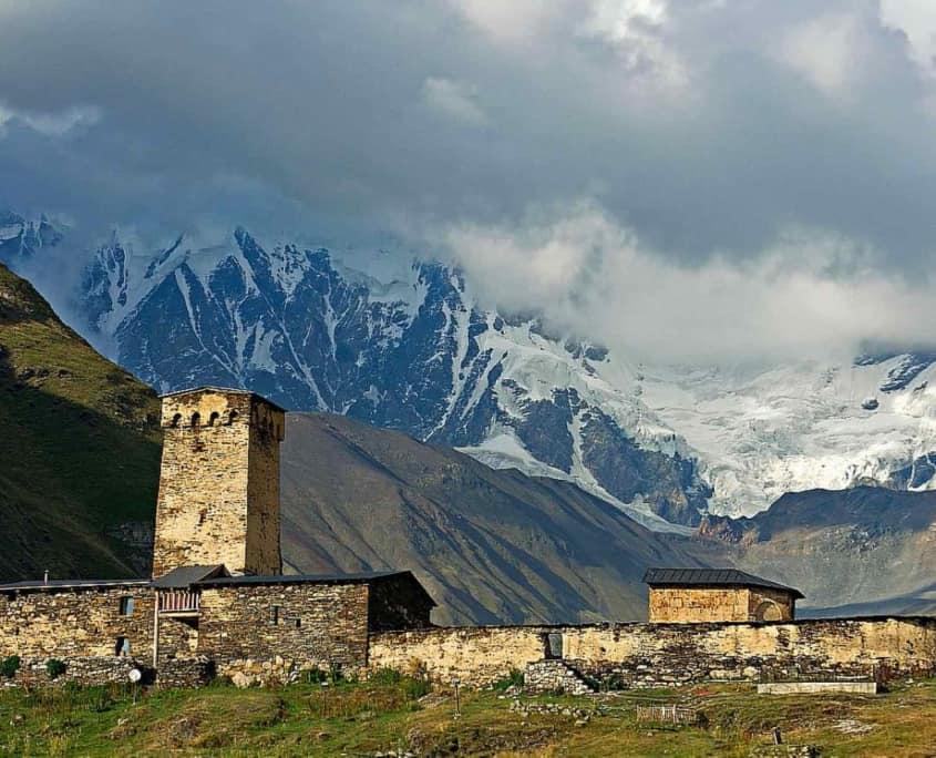 Middelalderkirke og tårnhuse i Ushguli i Georgien
