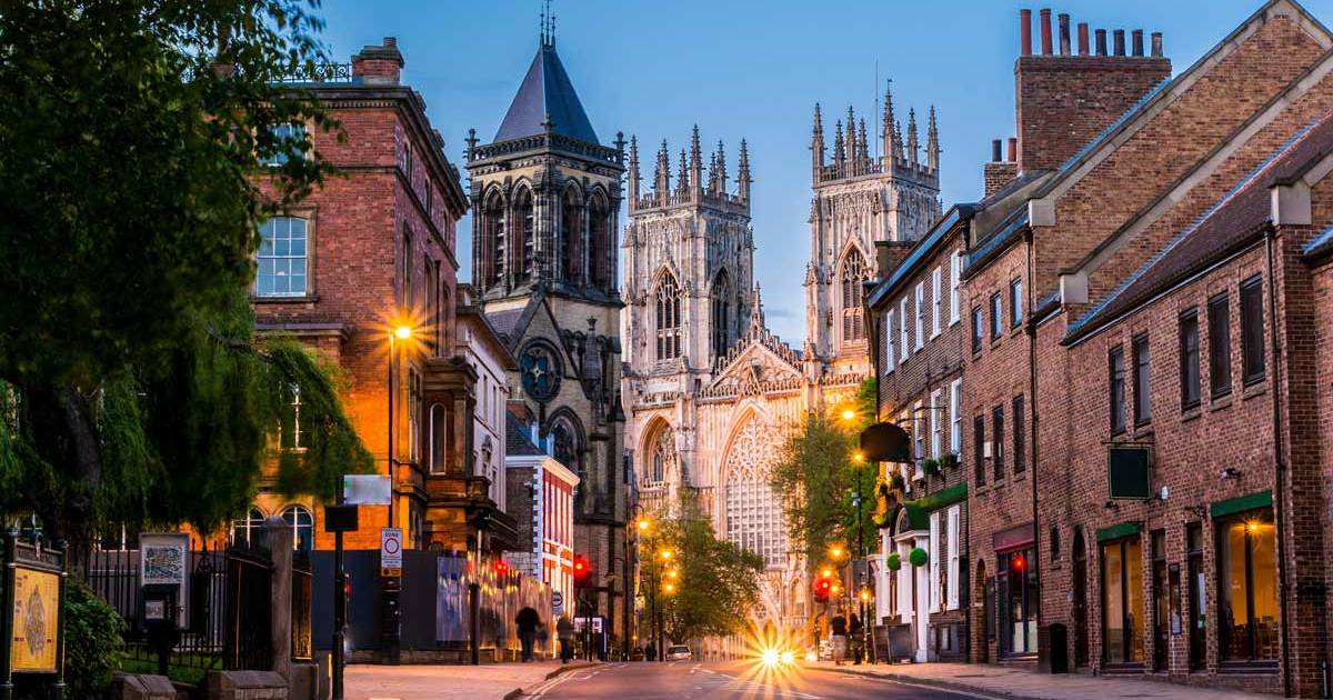 England - York - Aften bybillede med Katedralen i baggrunden