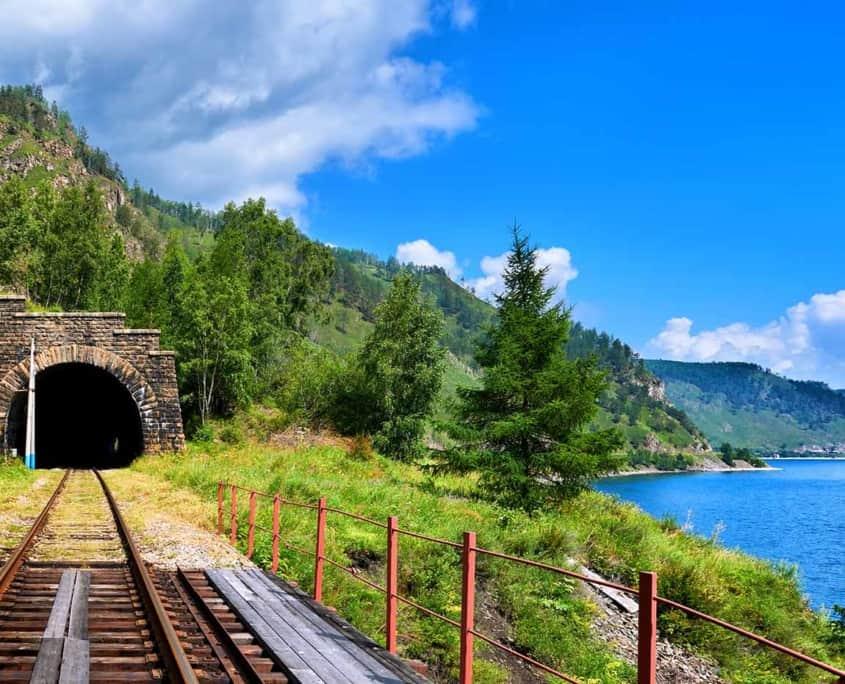 den transsibiriske jernbane ved Bajkalsøen