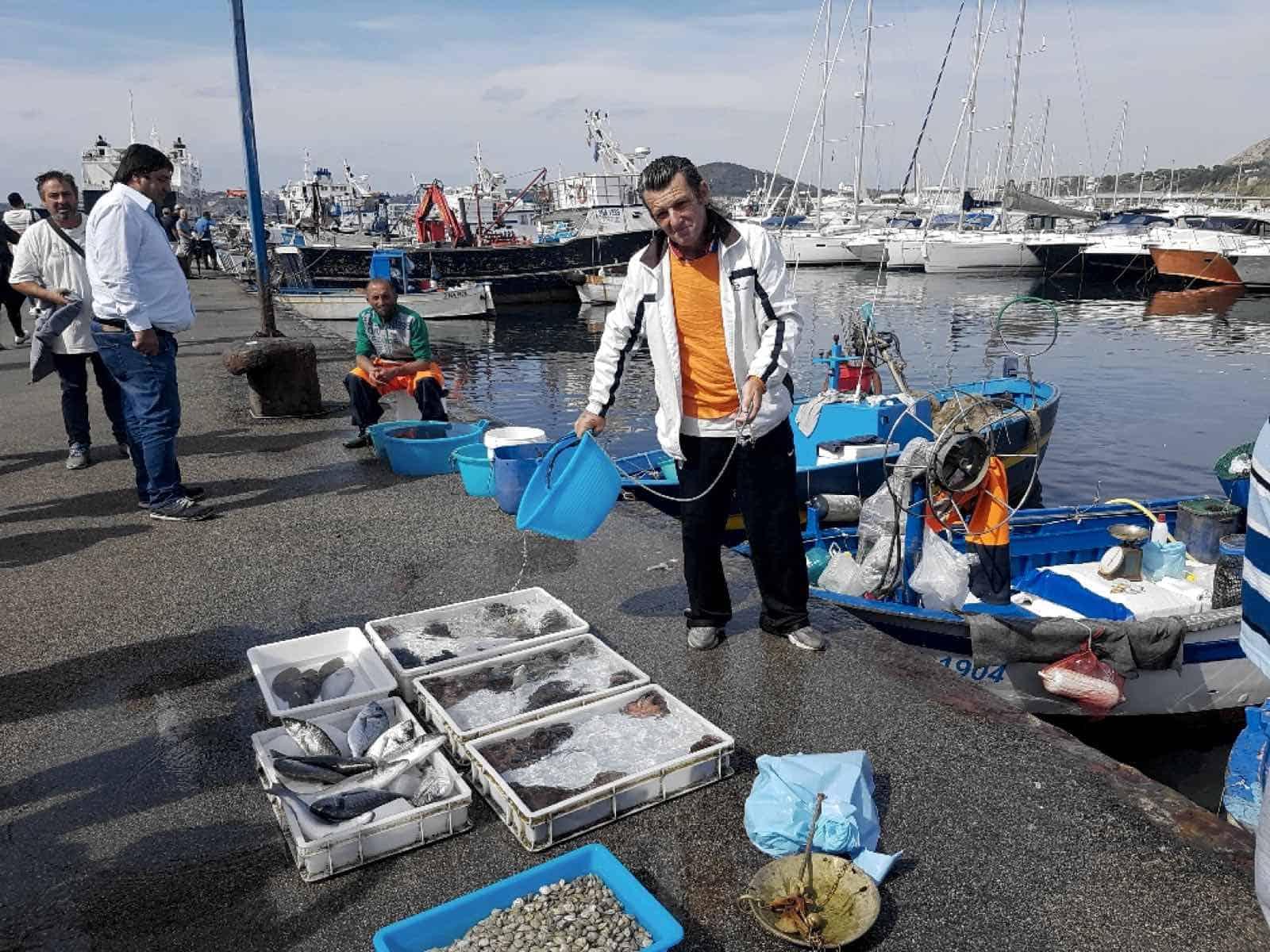 Beboerne ved Pozzuoli lever af fiskeri og handel.