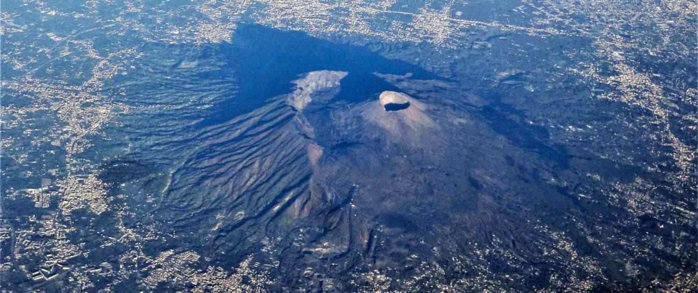 Vulkanen Vesuv set fra flyet