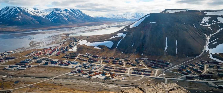 Longyearbyen byoversigt oppefra