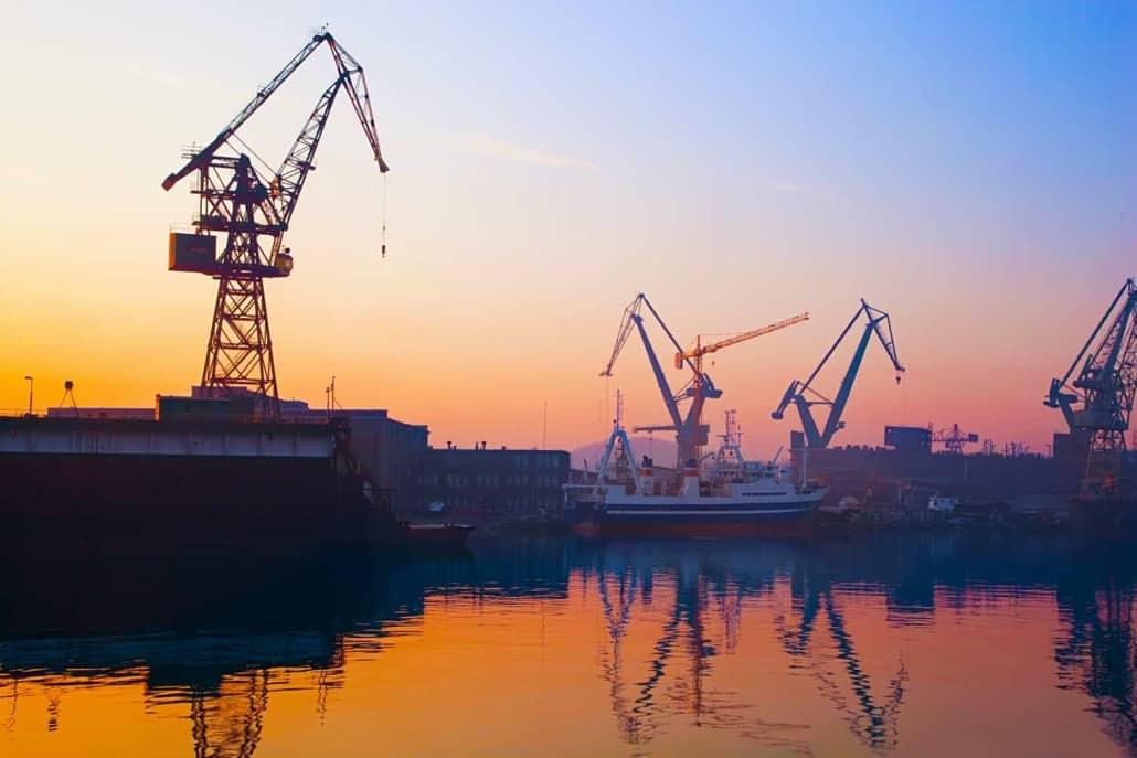 Skibsværft ved havn i Polen