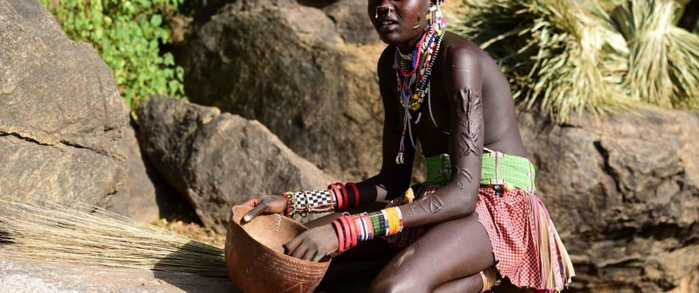 boya-kvinde på rejse til Sydsudan