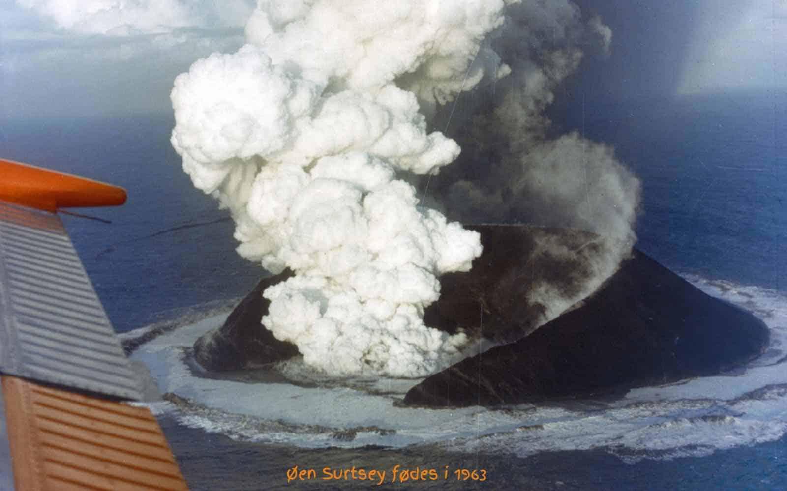 Vulkanøen Surtsey fødes i 1963